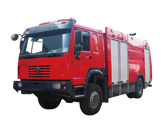 重汽豪沃越野森林消防车图片