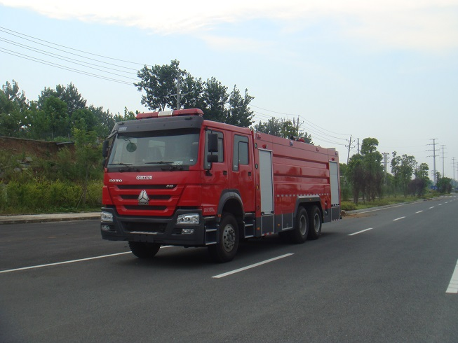 豪沃双后桥泡沫消防车(16吨)图片