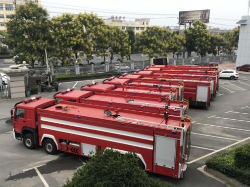 供水消防车